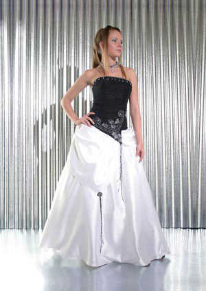 Sonar con negro vestido de blanco