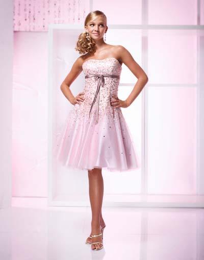 tiene una variedad muy grande en cuanto a modelos de vestidos cortos.