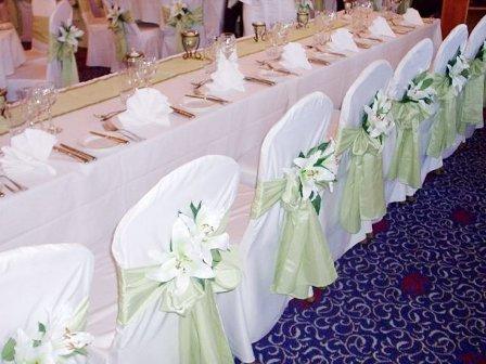 C mo vestir las mesas y sillas para una fiesta de 15 for Sillas para quince