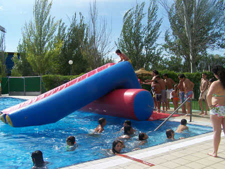 piscinaTobogan