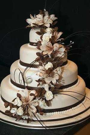 Wedding cake toppers with baker s cakes 50th wedding anniversary cake - Opciones De Tortas Con Flores Para Tu Fiesta De 15 Chica
